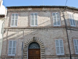 LUXURY BUILDING FOR SALE IN THE HISTORIC CENTER OF FERMO , residence in a historic building with original details of the 1700s, premium property for sale in the Marche