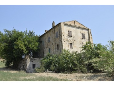 PRESTIGIOUS PALAZZO NOBILIARE IN THE COUNTRYSIDE FOR SALE IN FERMO SURROUNDING THE WONDERFUL 1800 IN PANORAMIC POSITION in the Marche region in Italy in Le Marche_1