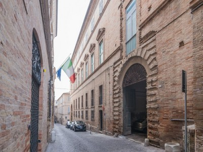 Properties for Sale_Townhouses_APARTMENT TO RENOVATE WITH TERRACE IN PRESTIGIOUS PALAZZO A FERMO in the Marche in Italy in Le Marche_1