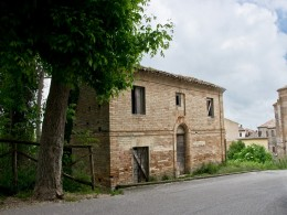 House in the historic center of Ponzano di Fermo in a wonderful panoramic position in the heart of the country