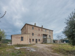 UNFINISHED FARMHOUSE FOR SALE IN FERMO IN THE MARCHE in a wonderful panoramic position immersed in the rolling hills of the Marche