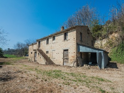 Properties for Sale_Farmhouses to restore_ FARMHOUSE TO RENOVATE FOR SALE IN LAPEDONA IN THE MARCHE REGION nestled in the rolling hills of the Marche in Le Marche_1