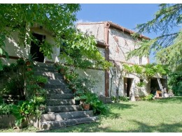FARMHOUSE TO RENOVATE FOR SALE IN THE MARCHE IN A WONDERFUL PANORAMIC POSITION SURROUNDED BY A PARK