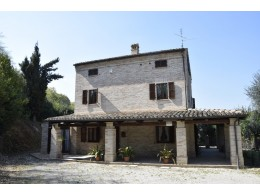 RESTORED FARMHOUSE FOR SALE IN THE MARCHE in the municipality of Magliano di Tenna in Italy