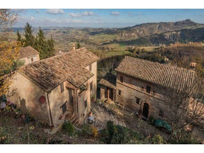 EXCLUSIVE AND PRESTIGIOUS VILLAGE FOR SALE IN THE MARCHE in Le Marche_1