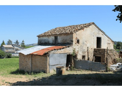 Properties for Sale_Farmhouses to restore_Farmouse le tre Cannelle in Le Marche_1
