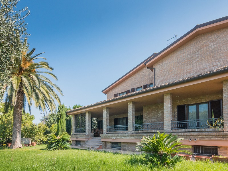 PRESTIGIOUS VILLA WITH GARDEN FOR SALE IN FERMO IN THE MARCHE , For Sale Exclusive  Property ...