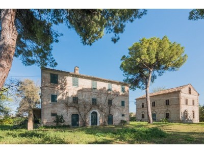 BEAUTIFUL AND HISTORIC PROPERTY IN THE MARCHE REGION in Le Marche_1