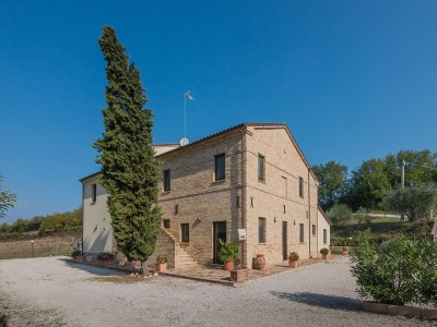 Accommodation structure, farmhouse with restaurant and rooms for sale in the Marche; Ancient farmhouse completely restored for sale in the Marche in Le Marche_1