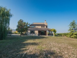 PRESTIGIOUS VILLA WITH PARK AND PANORAMIC VIEW in Fermo in the Marche region of Italy