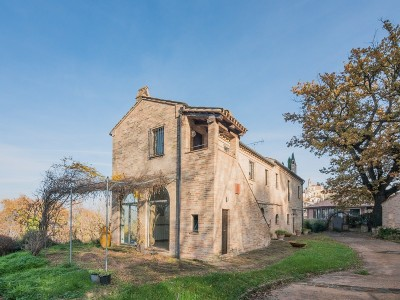 PRESTIGIOUS FARMHOUSE FOR SALE IN THE MARCHE REGION in Le Marche_1