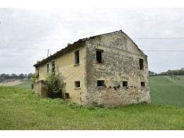 RUIN WITH A COURT FOR SALE IN THE MARCHE REGION IMMERSED IN THE ROLLING HILLS OF THE MARCHE town of Monterubbiano in Italy