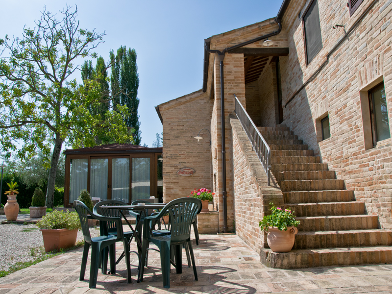 Exclusive country house for sale in le marche property for Houses for sale with guest house on property