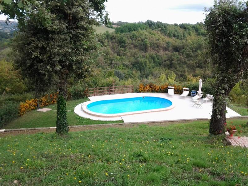 Casale Con Giardino E Piscina In Vendita Nelle Marche