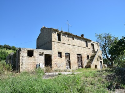 Properties for Sale_Farmhouses to restore_Il Casale Sotto Moresco in Le Marche_1