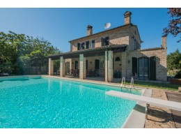 RESTORED FARMHOUSE WITH POOL FOR SALE IN THE MARCHE, renovated farmhouse with swimming pool for sale in the Marche in Italy