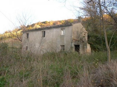 Properties for Sale_Farmhouses to restore_la Casa di Barbara in Le Marche_1