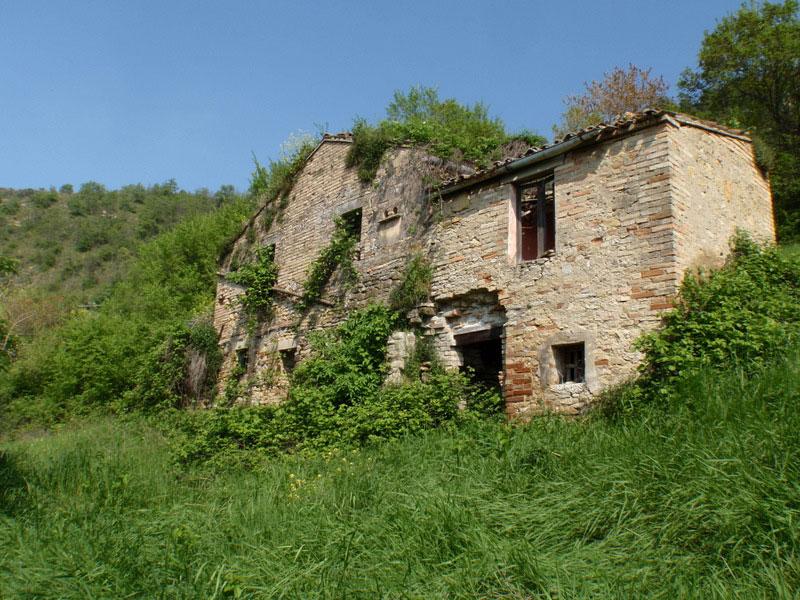 Antico rudere il monastero in vendita nelle marche for Case prefabbricate nelle marche