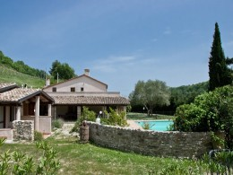 Case coloniche e casali ristrutturati in vendita nelle - Agriturismo con piscina nelle marche ...