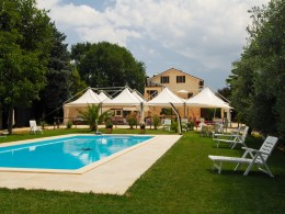 RESTORED COUNTRY HOUSE WITH POOL FOR SALE IN LE MARCHE Property with land and tourist activity, guest houses, for sale in Italy