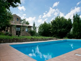 EXCLUSIVE RESTORED COUNTRY HOUSE WITH POOL IN LE MARCHE Bed and breakfast for sale in Italy