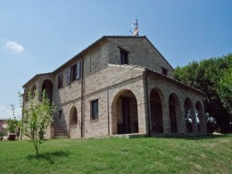 FARMHOUSE WITH DEPENDANCE OPENSPACE AND PORCH Country house with garden for sale in Marche