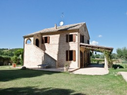 Farmhouse for sale in Le Marche - Le Aquile