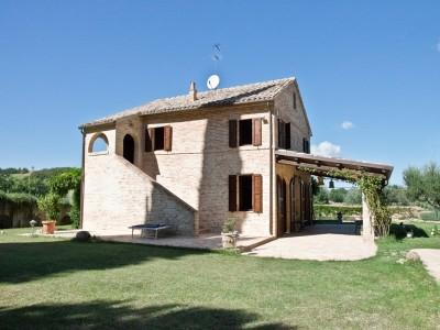 Properties for Sale_Restored Farmhouses _Farmhouse for sale in Le Marche - Le Aquile in Le Marche_1