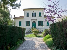 EXCLUSIVE AND HISTORICAL PROPERTY WITH PARK IN ITALY Luxurious villa with frescoes for sale in Le Marche