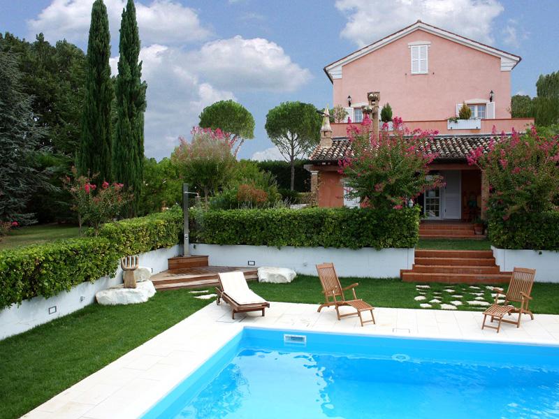Luxury villa il querceto for sale in le marche for Marche piscine