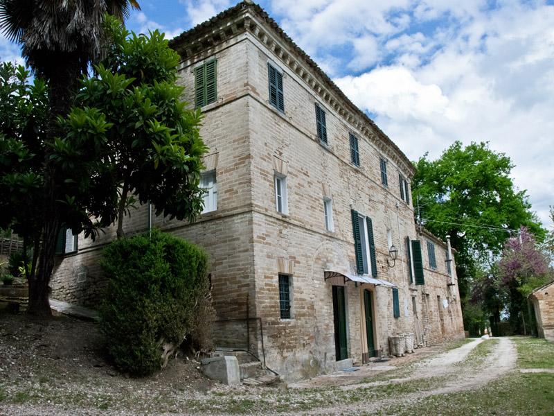 Casale in vendita in italia nelle marche for Case prefabbricate nelle marche